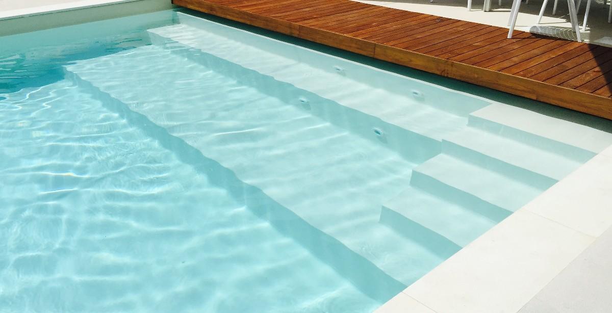 Scalinate e idromassaggio per piscina for Sedute per piscine