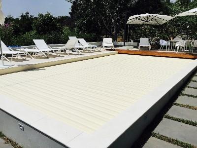piscina a salerno con tapparella