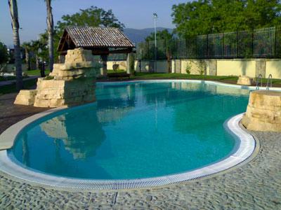 piscina a sfioro classica