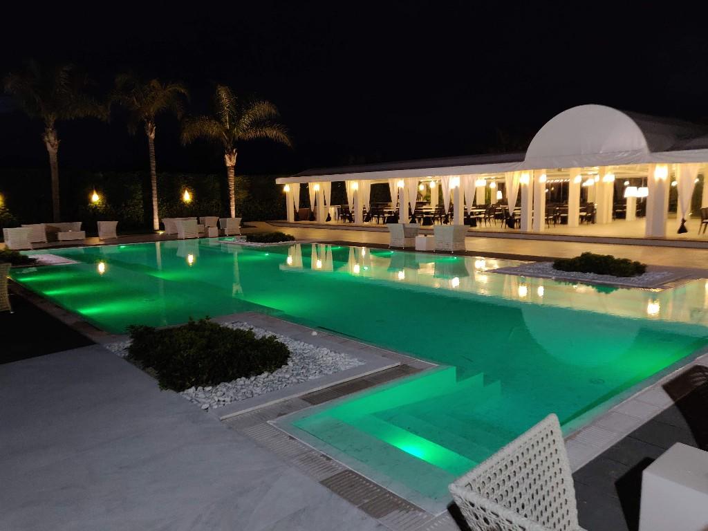La pool garden per serate da sogno