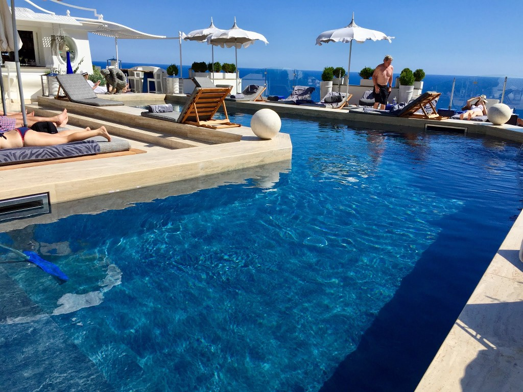 Intervento urgente alla piscina di un hotel