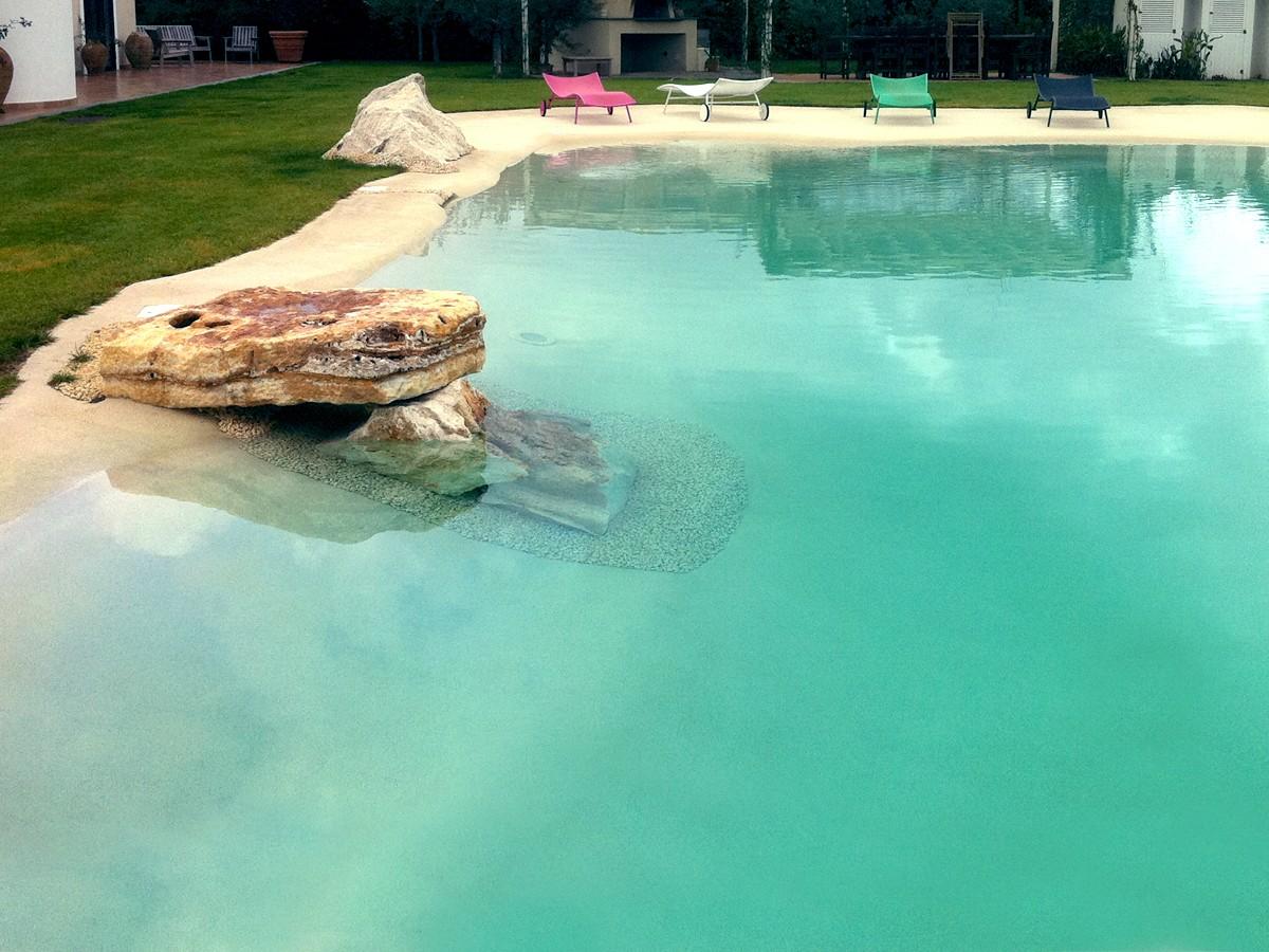 Costruzione di piscine naturali con totale assenza di for Piscina naturale